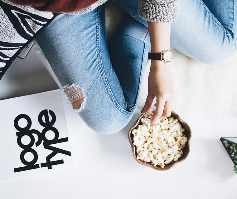 Display topics, posts, or social links!